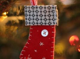 Christmas Mitten Ornament by overanalyzer on flickr