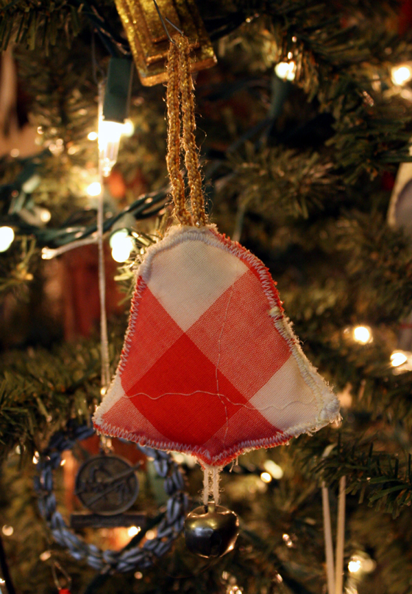 1980-Bell-Ornament