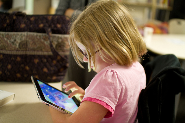 child reading a tablet by nooccar on flickr