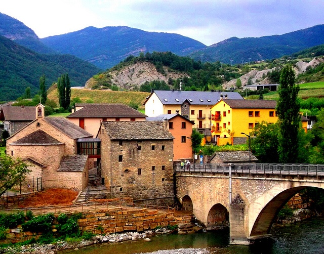 Fiscal Bridge Pyrenees in Spain by Les Haines on flickr.com